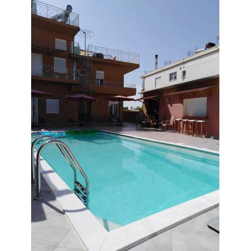 Souvlakis Pool Suites (S.P.S)