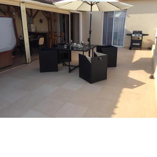 Spacious 2 Bed Penthouse Apart