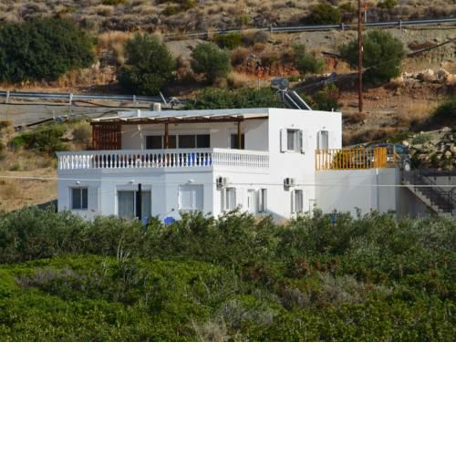 Spacious Villa in Makry Gialos with Mediterranean view