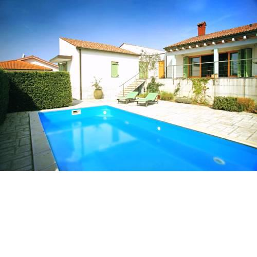 Spacious Villa in Parecag with a Swimming Pool