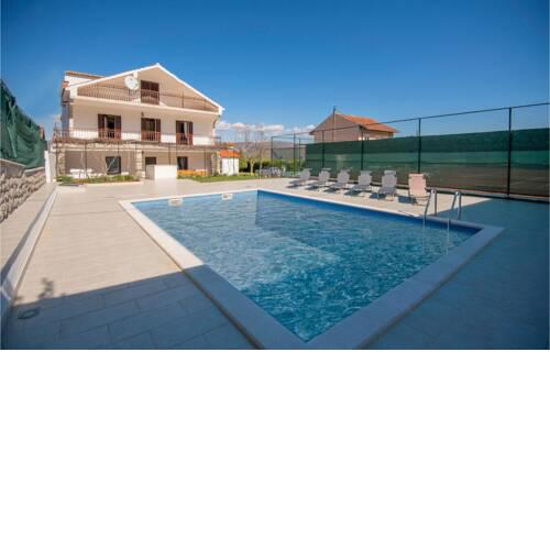 Stunning home in Runovic w/ Outdoor swimming pool, WiFi and 4 Bedrooms