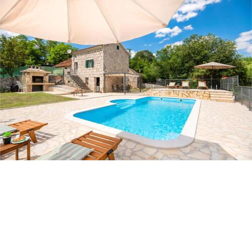 Stunning home in Runovic with WiFi, Outdoor swimming pool and 2 Bedrooms