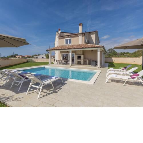 Stylish Villa with pool and fenced garden,ideal for relaxing family holidays
