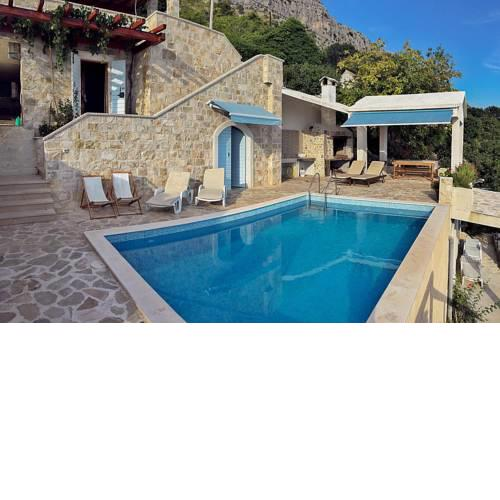 Sumpetar Villa Sleeps 4 with Pool Air Con and WiFi