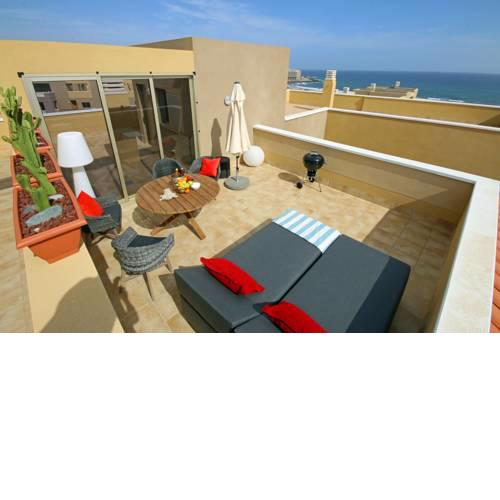 Superb luxury duplex attic with ocean view, pool and WiFi