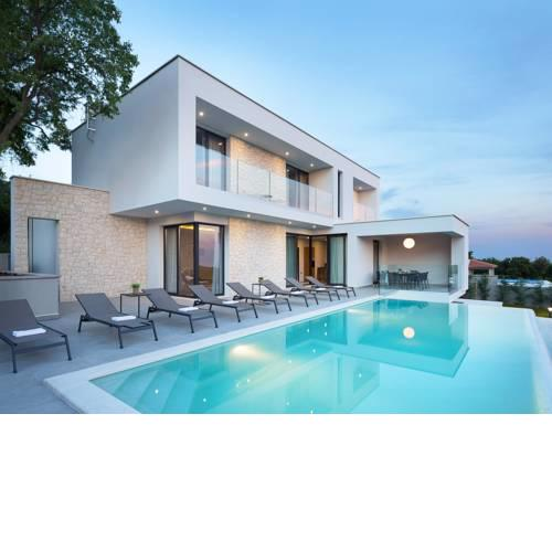 Sveti Lovrec Labinski Villa Sleeps 6 with Pool and Air Con