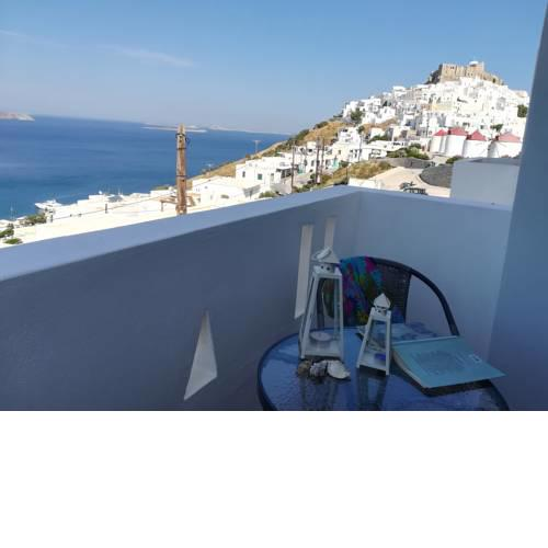 Theastron house with great view in Chora