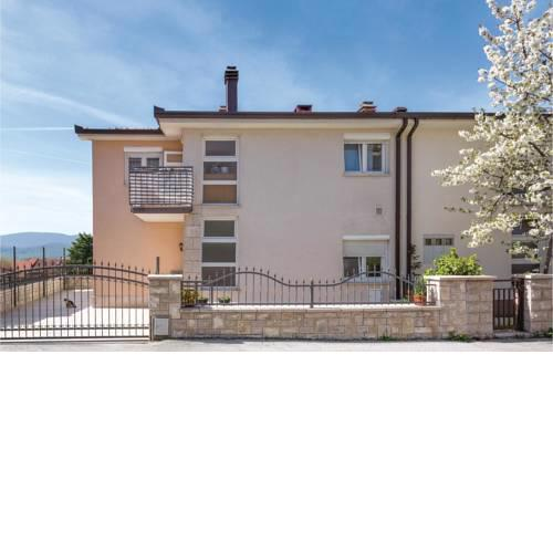 Three-Bedroom Apartment in Imotski