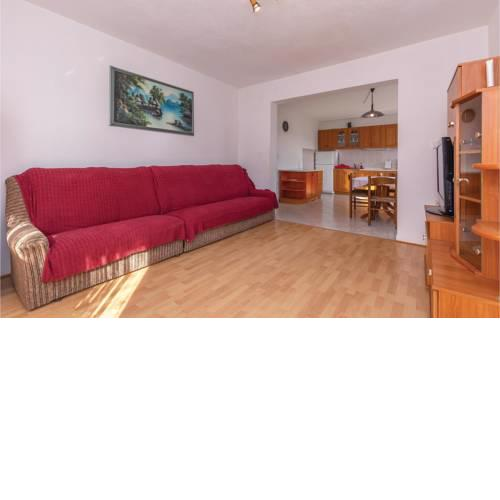 Three-Bedroom Apartment in Raslina