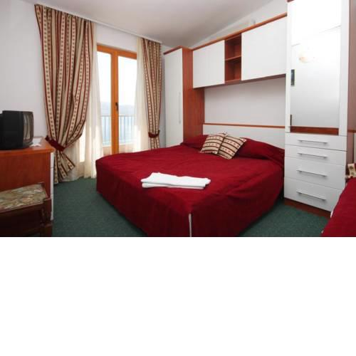 Triple Room Metajna 3305s