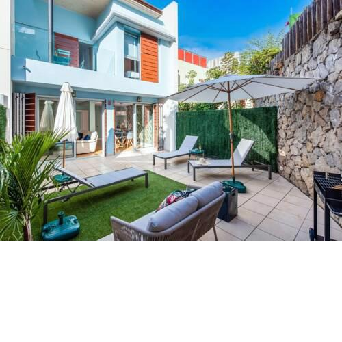 Vibrant Townhouse with Garden + Communal Pool