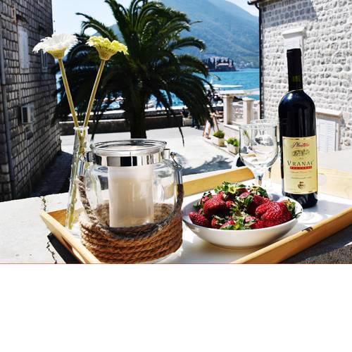 Villa Perast Apartment - Studio with very large terrace for couples or family