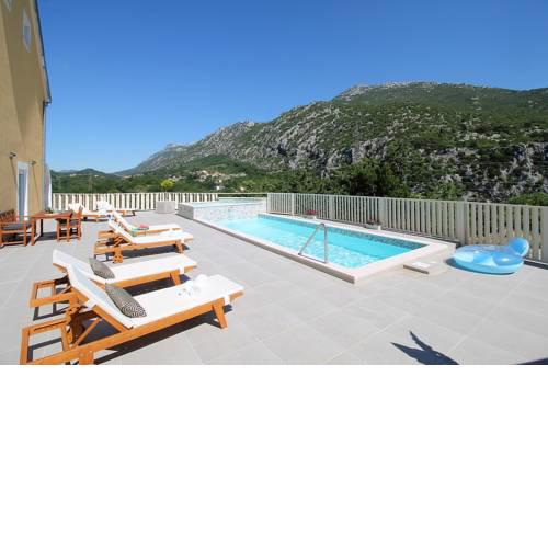 VILLA REMUSIC Pool, whirlpool, Sauna,4 bedrooms, amazing landscape