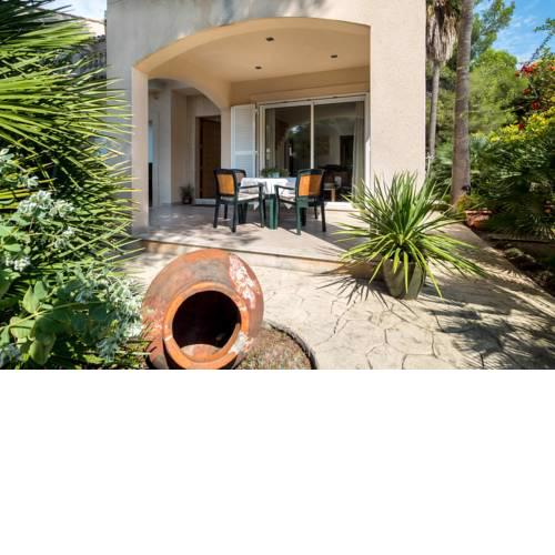 Villa Tamarells with garden next to Alcudia Beach
