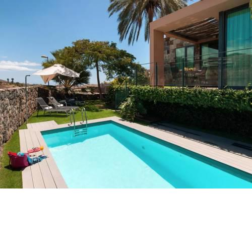 Villa With Private Pool In Luxury Golf Resort