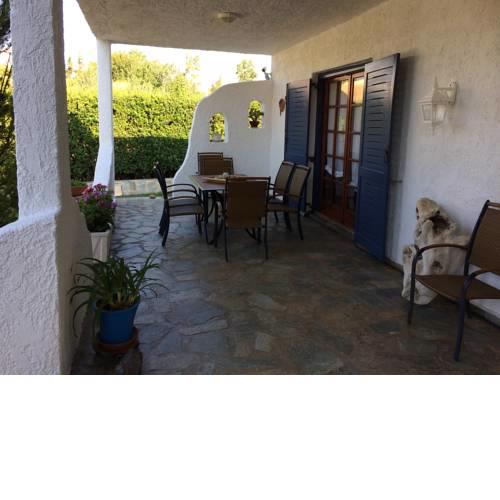 Vourleza Vacation house near Airport